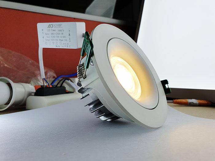 Đèn led Downlight âm trần xoay góc màu trắng 18W
